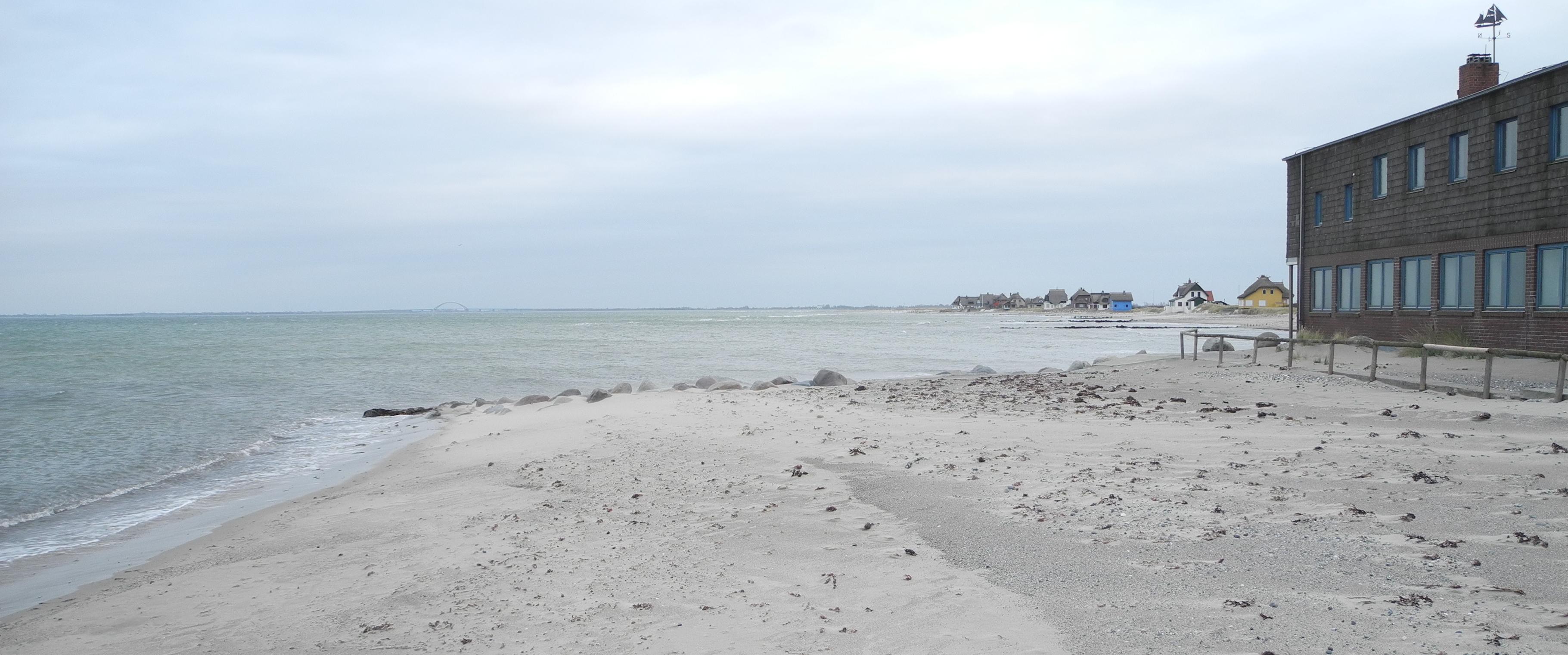 Seit über 30 Jahren eine stabile Situation, mit Sandstrand im Stauwasserbereich nach Westen