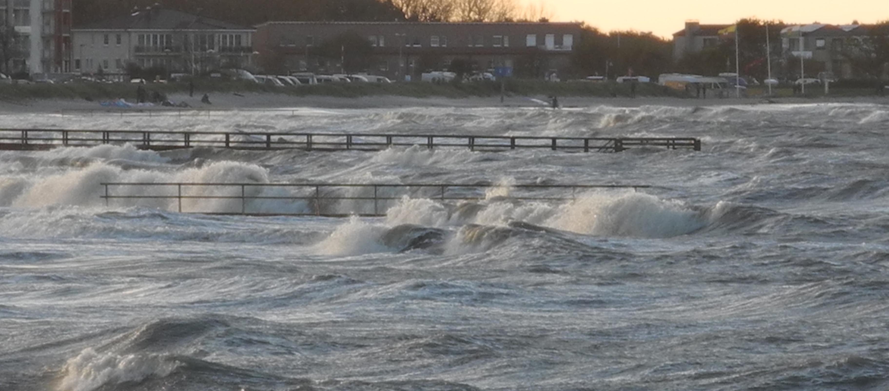 Wildwasservor dem Hauptstrand Heiligenhafens am 29.10.2017
