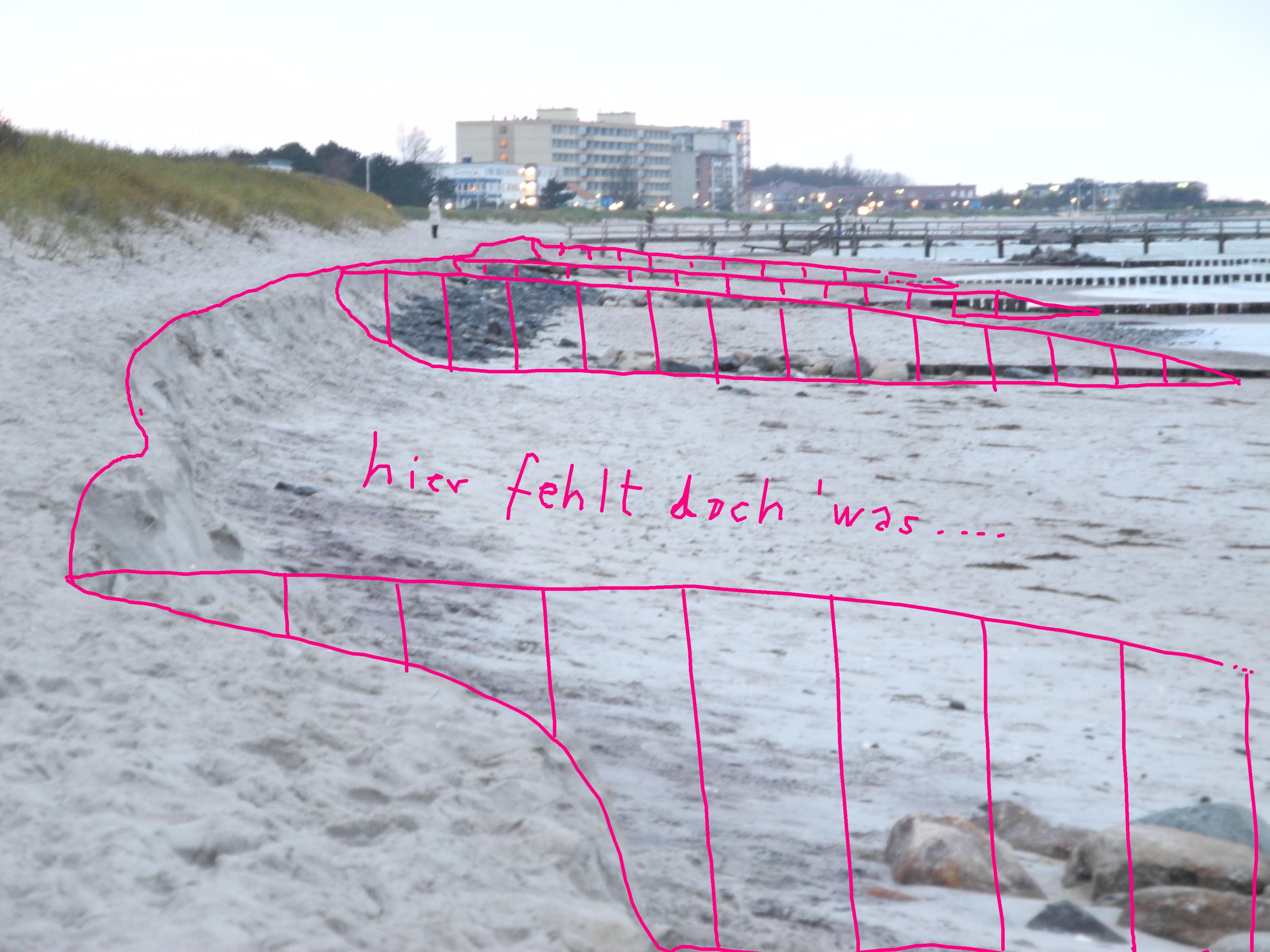 Westlich vom Strandaufgang bei Turm 5 - verlorene Sandmassen